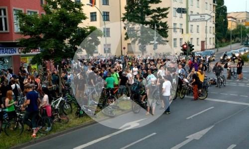 Critical Mass Berlin: Zwischenstopp in Neukölln. Foto: Tim Sauer