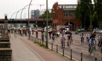 Critical Mass Berlin: Entlang der Stralauer Allee Richtung Osten. Foto: Tim Sauer