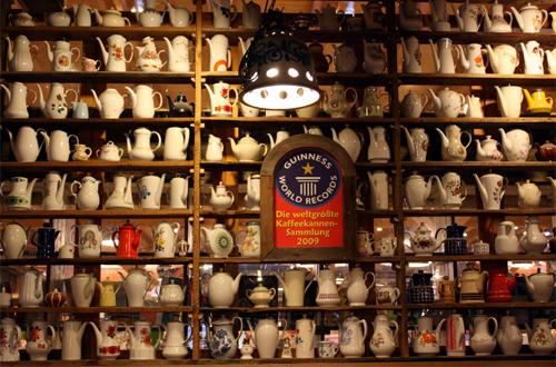 Kaffeekannen in Karls Erdbeerhof, Rövershagen 2010