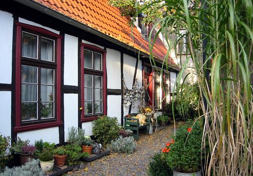 Warnemünde Haus Innenhof Querstrasse III 2003